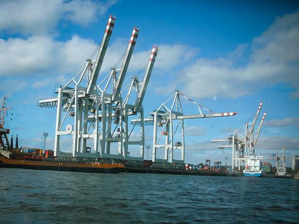 Die Kräne im Hafen sind für mich auch eine Art Sinnbild der Stadt.