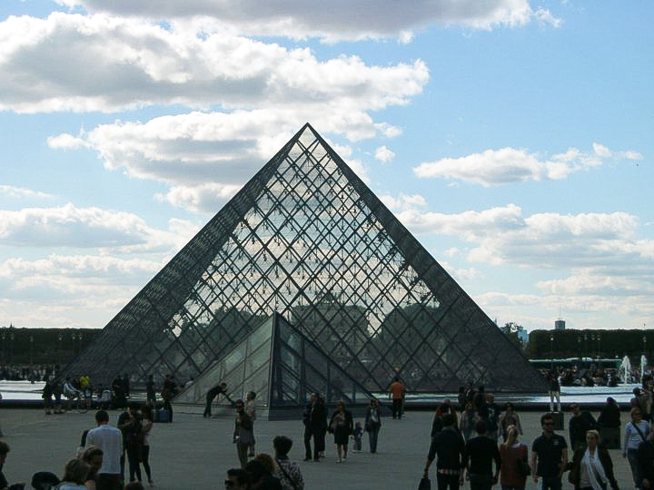 Die Louvre Pyramide