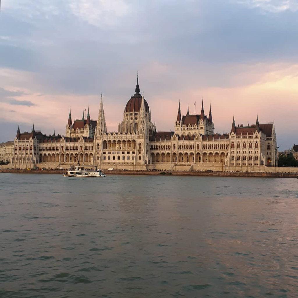 Das berühmte Parlamentsgebäude in Budapest