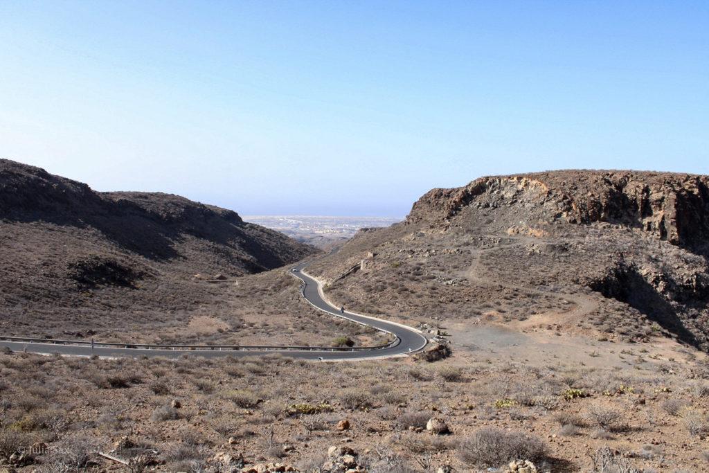 Eine Straße durch die Wüste